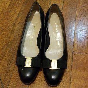 Salvatore ferragamo vara black heels